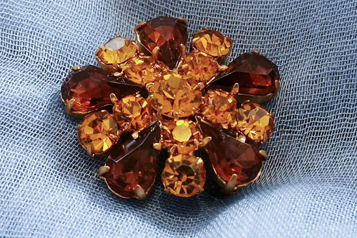 amber-coloured-brooch