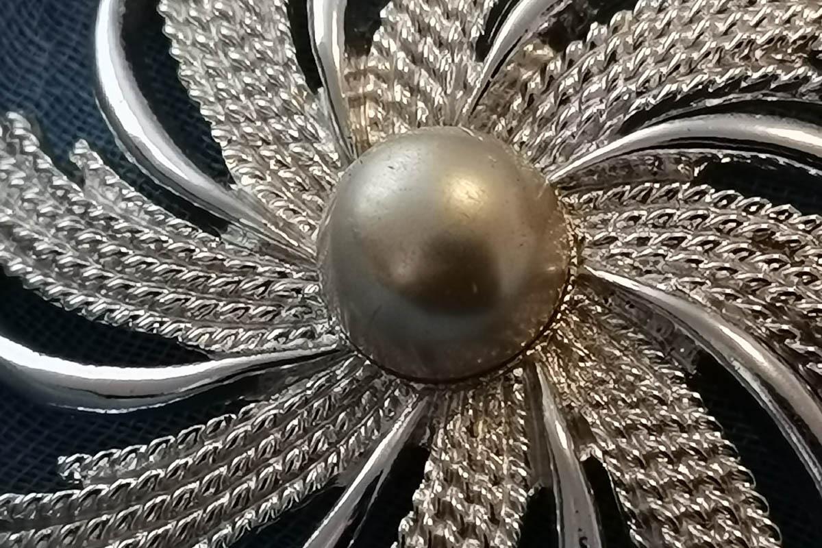 sarah-coventry-silver-pinwheel-brooch
