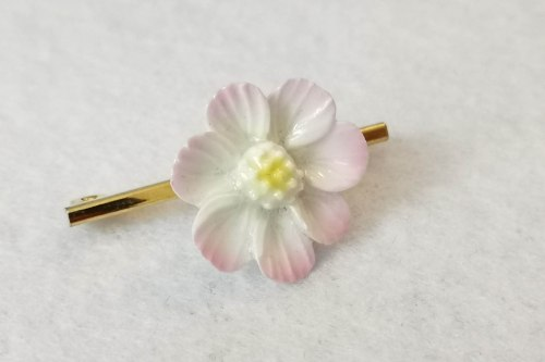 aynsley flower brooch