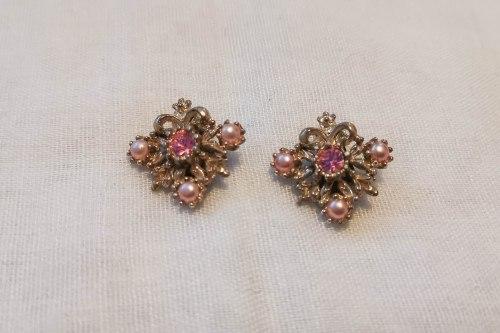 pink-pearl-earrings