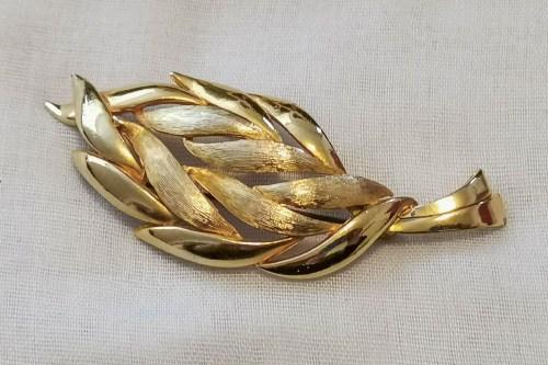 sphinx-leaf-brooch