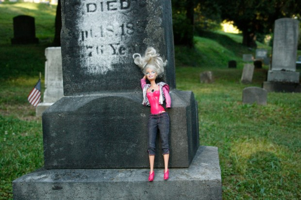 barbie_cemetery