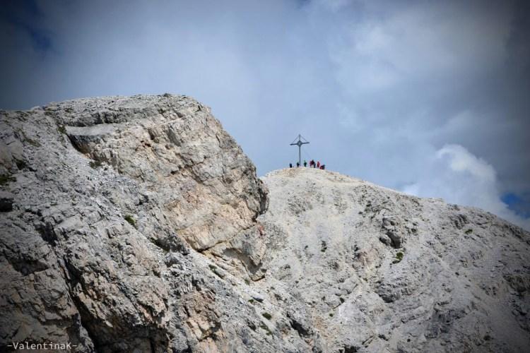 La croce che segnala la cima del Picco di Vallandro