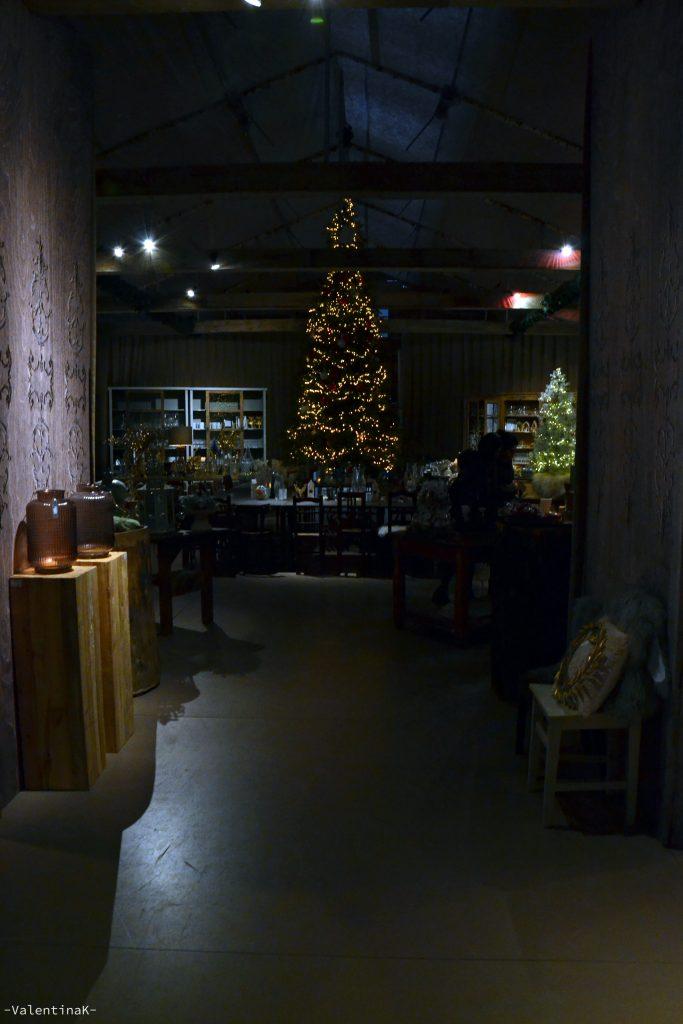 garden bulzaga natale: albero di natale con tavola e sedie
