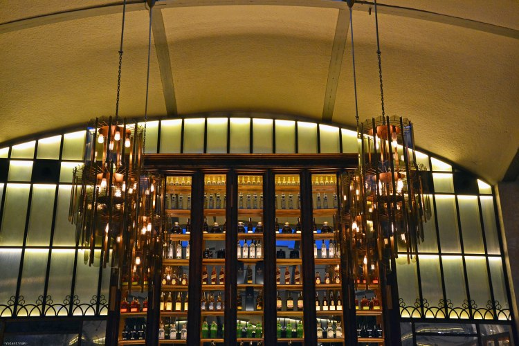 cosa fare a barcellona: cocktail bar di el nacional