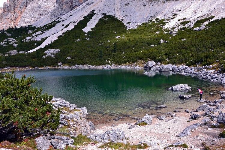 rifugio scotoni e lago lagazuoi: il piccolo lago lagazuoi