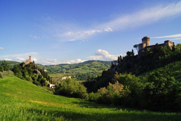 panorama sulla rocca e sulla torre dell'orologio di brisighella
