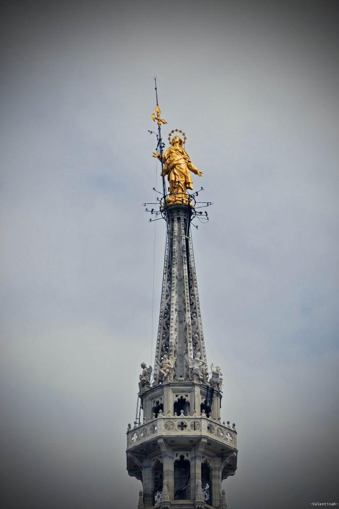 La Madonnina, celebre statua del duomo di Milano