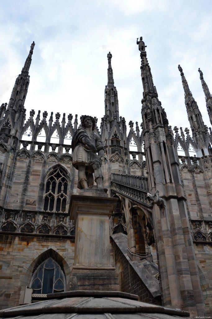 statua presente sulle terrazze del duomo di milano