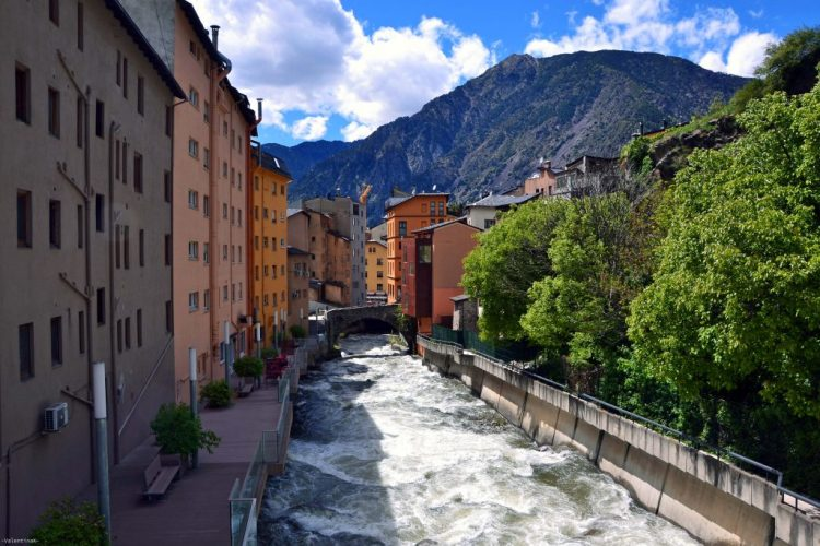 fiume gran valira, che attraversa andorra la vella