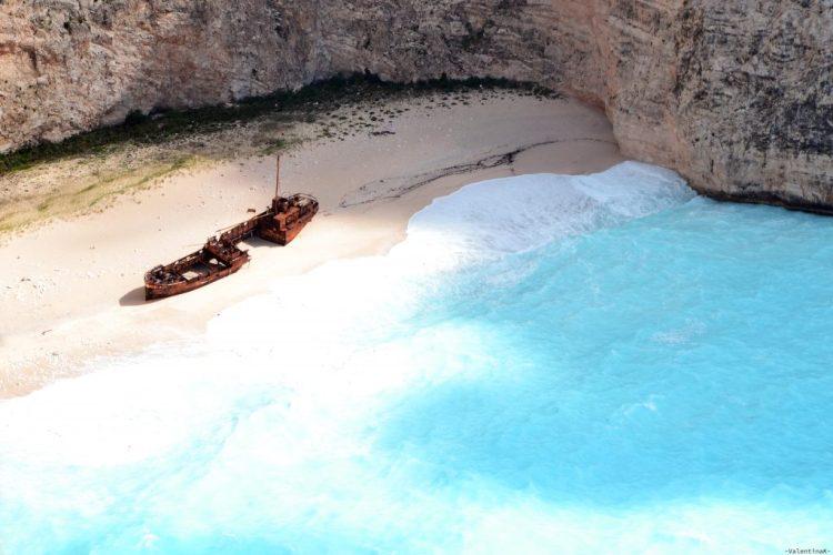 cosa fare a zacinto: il celebre relitto dell'omonima spiaggia