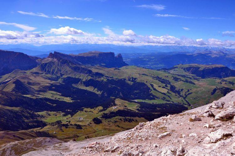 conquistare il sassopiatto: la vista sublime verso l'alpe di siusi