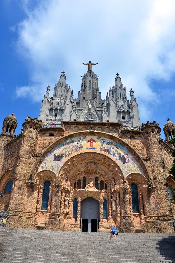 barcellona dall'alto: il tempio del sagrado corazòn