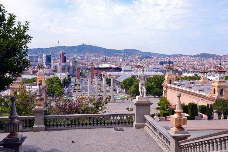 barcellona dall'alto della scalinata che conduce al museo nacional d'art de catalunya