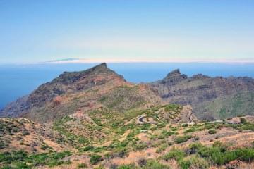 dieci cose che amo di Teneride: strada che curva a tornanti in mezzo ai monti