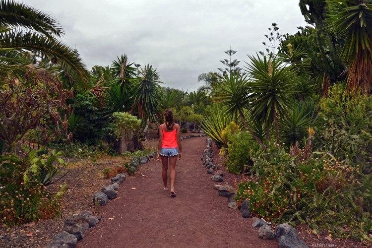valentina a spasso presso il giardino tropicale di playa jardìn