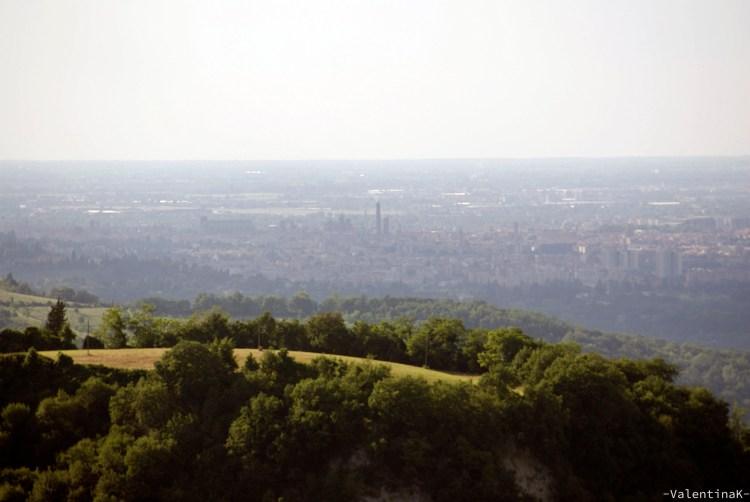 panorama nebbioso su bologna dall'agriturismo dulcamara
