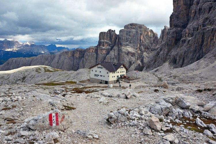 rifugi in val badia: sentiero 666 e rifugio cavazza