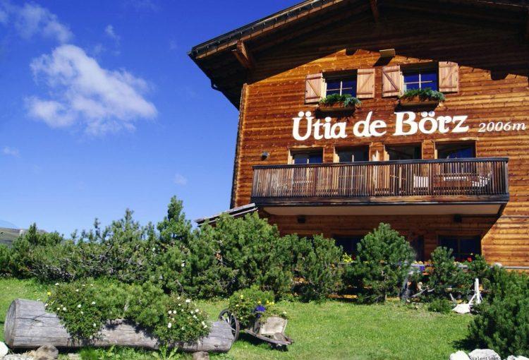 utia de borz, bellissimo rifugio albergo al passo delle erbe