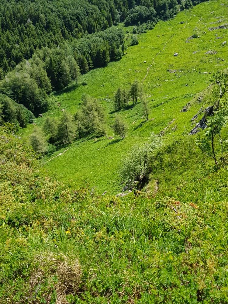 corno alle scale e lago scaffaiolo: la valle del silenzio vista dall'alto del sentiero