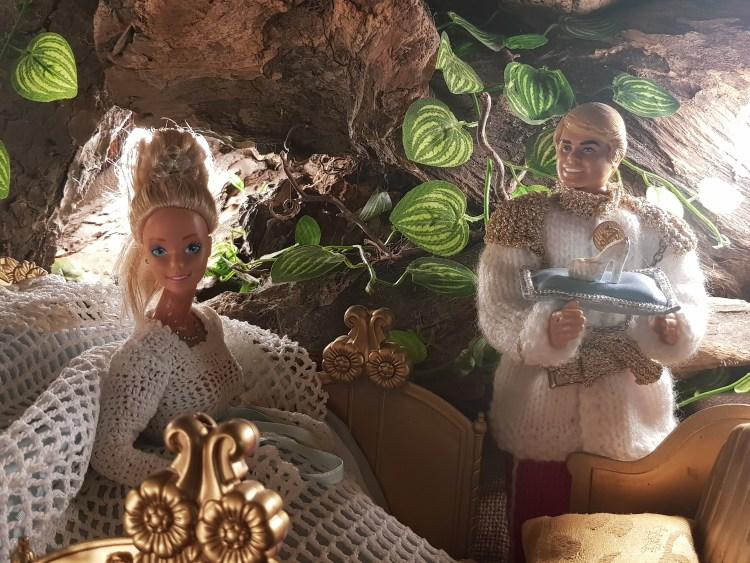 la mostra delle barbie di nonna lucia: cenerentola in carrozza, il principe e la scarpetta di cristallo