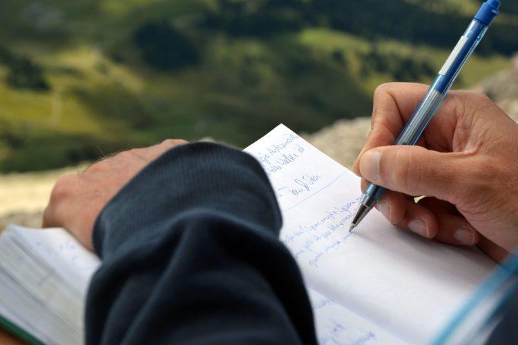 102 articoli sul blog: scrittura sul libro di vetta del sassopiatto