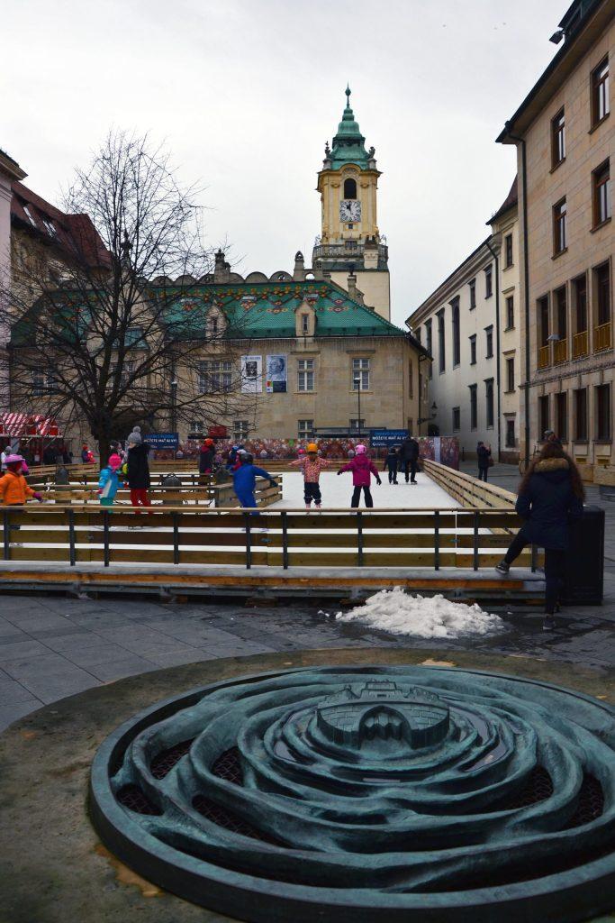 cosa fare a bratislava: la piazza del palazzo primaziale