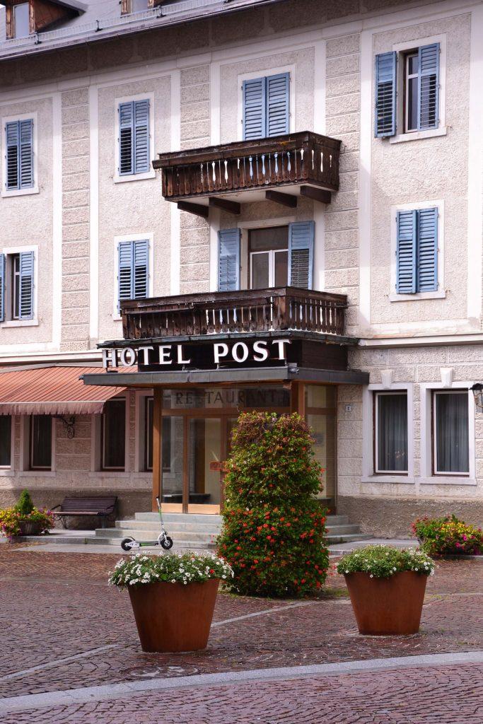 particolari dell'antico hotel post di dobbiaco