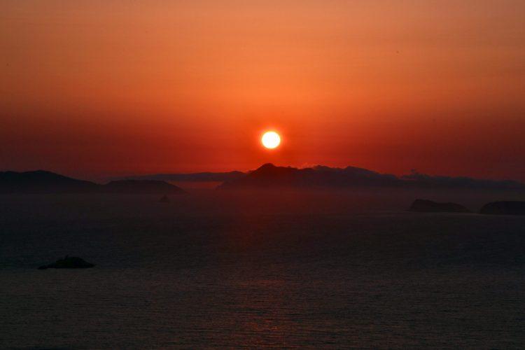 cosa fare a corfù: tramonto pittoresco sul mare
