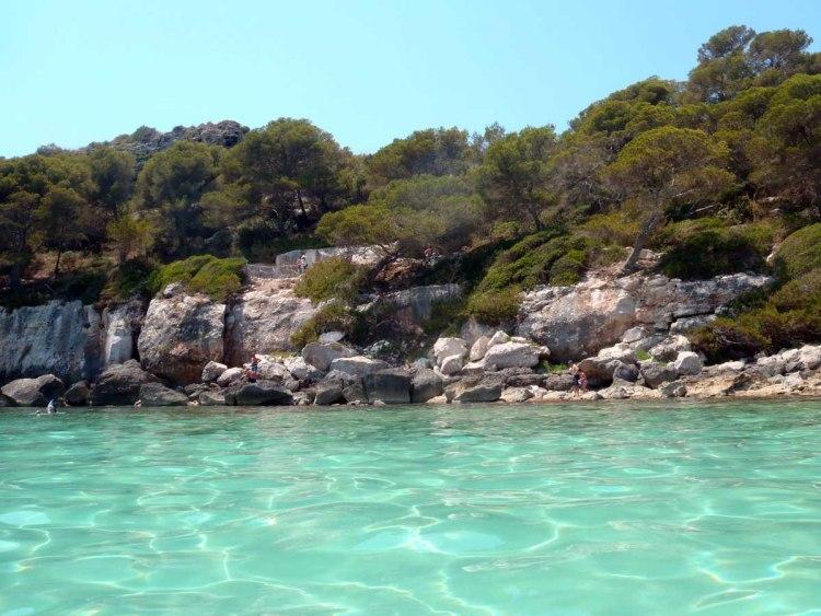 il colore smeraldo delle acque del mare a cala macarella