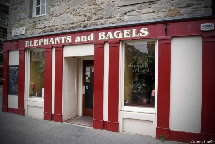 edimburgo città: entrata colorata di elephants and bagels
