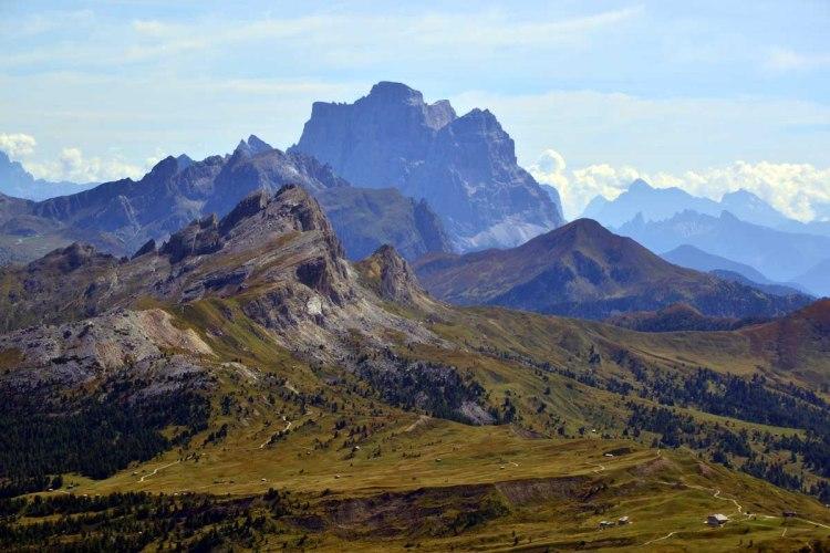 panorama dalla cima del sassongher su setsass, col di lana, pelmo