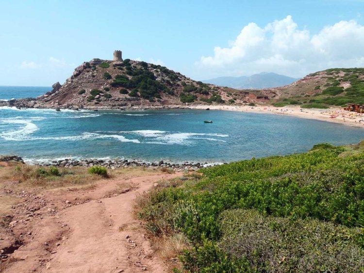 spiagge nella Sardegna del nord ovest: torre del porticciolo e la sua spiaggia