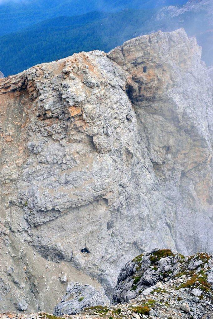 escursione alle gallerie del lagazuoi: le aperture sulla roccia
