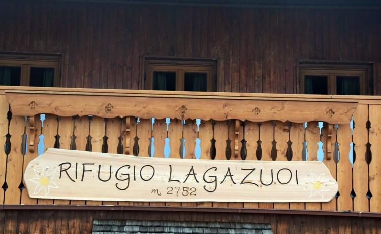 balcone in legno del rifugio lagazuoi