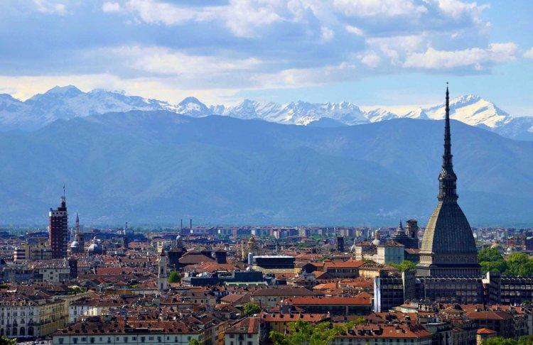città italiane da visitare in autunno: torino e il suo tipico skyline