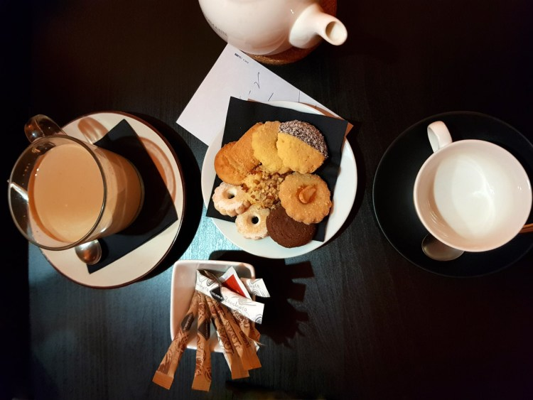 biscotti, tè e masala chai da you & tea a ferrara