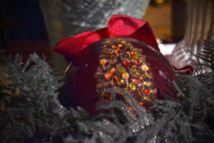 Tradizioni di natale curiose nel mondo: pallina natalizia
