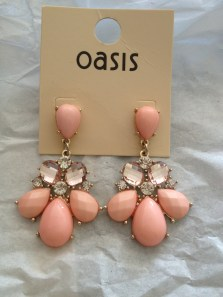 Pretty Vintage Drop Earrings by Oasis - http://www.oasis-stores.com/pretty-vintage-drop-earrings/jewellery/oasis/fcp-product/8120210648