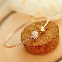 Roswe €5.13 - Sweet Rhinestone Decorated Heart Shape Golden Bracelet http://bit.ly/1zJEPW9