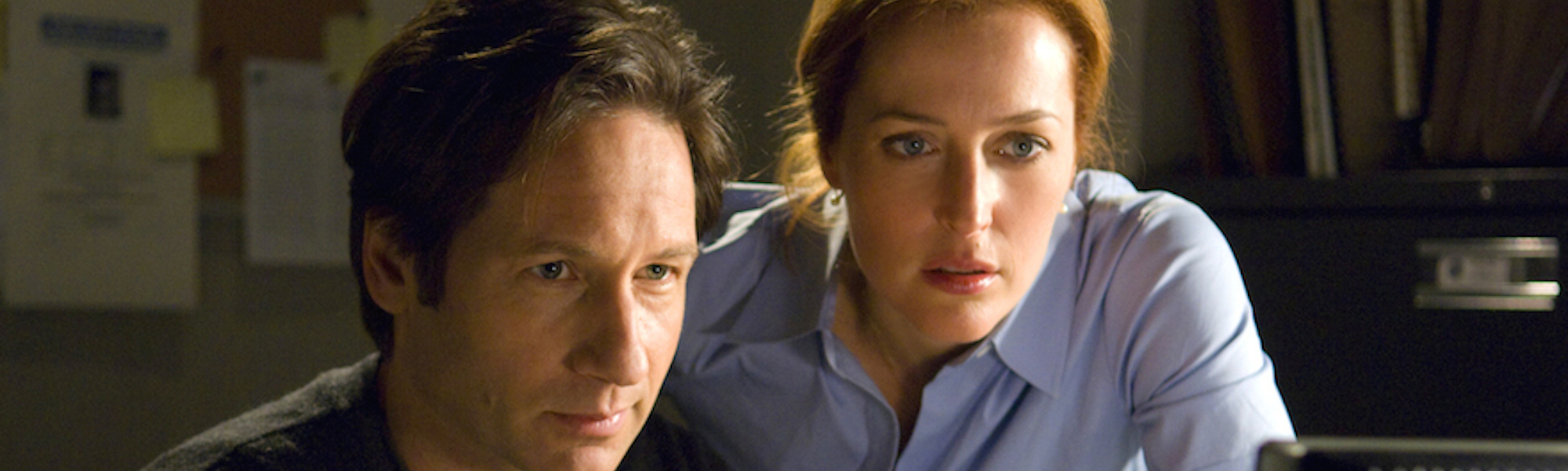 Y02SumMovieJ - For FriMag - THE X-FILES: I WANT TO BELIEVE - David Duchovny and Gillian Anderson reprise their roles from the legendary television series as, respectively, Fox Mulder and Dana Scully. Photo credit: Diyah Pera/© 2008 Twentieth Century Fox Film Corporation. Maximum width 80.91 picas at 200 dpi. 4/28/08