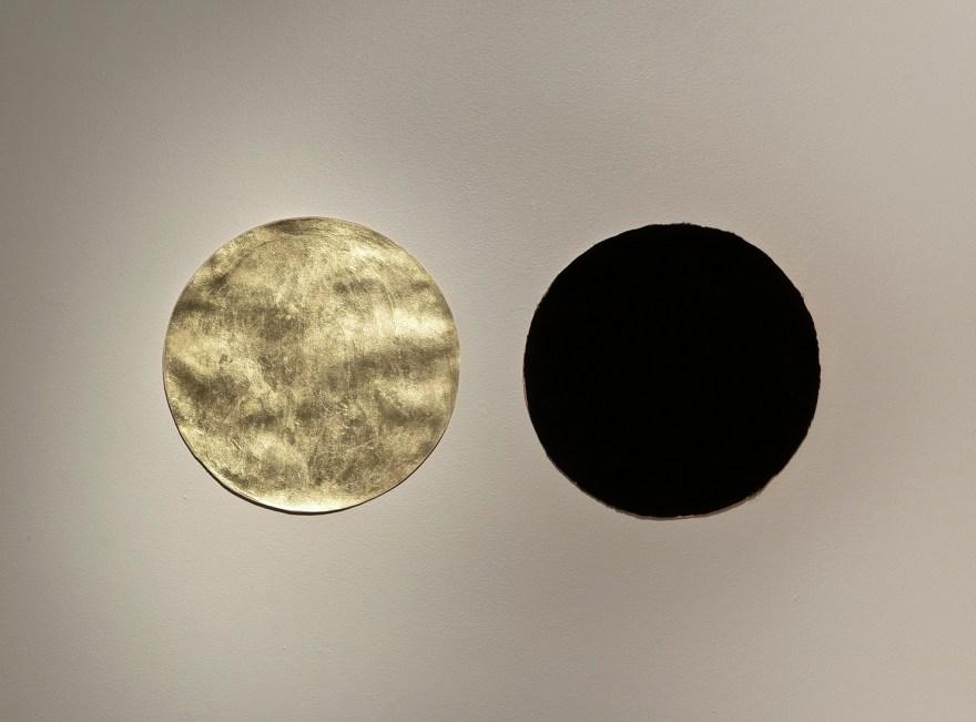 Jennifer Murphy, Gold and Black Circles. 2007. Clint Roenisch Gallery.