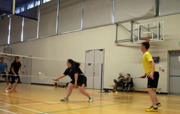 9-october-2016-players-from-kilmac-badminton-club-recently-took-part-in-the-ucc-charity-tournament-01