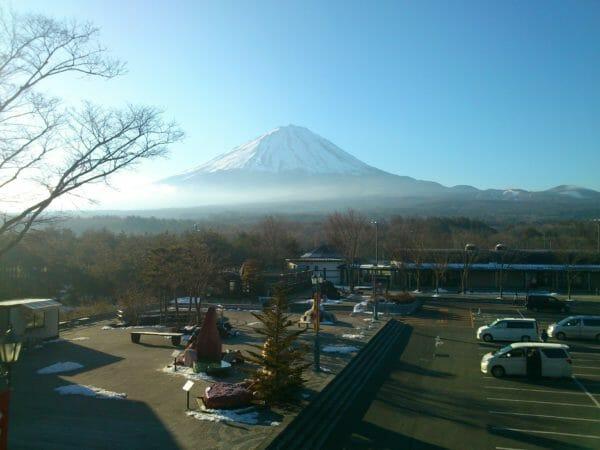 道の駅なるさわ 展望台からの絶景の富士