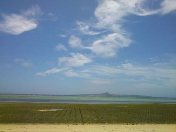 備瀬の海から見る伊江島