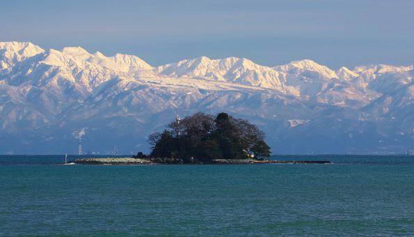 唐島と立山連峰