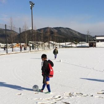少年サッカーの防寒着 必要最低限なものは何か?
