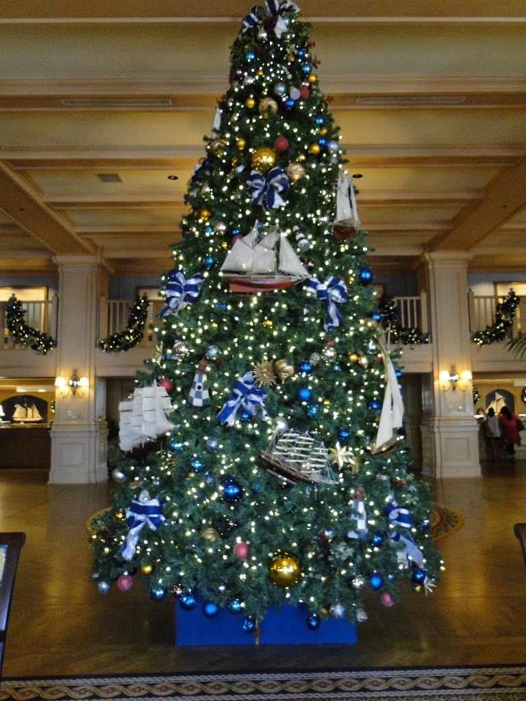 Disneys Yacht Club Christmas Decorations With a Mickey