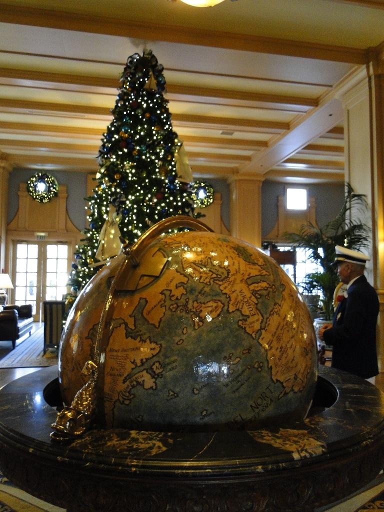 Disneys Yacht Club Christmas Decorations With A Mickey