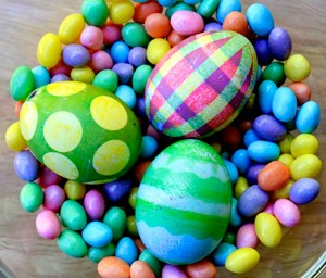 egg-dying-and-hunt